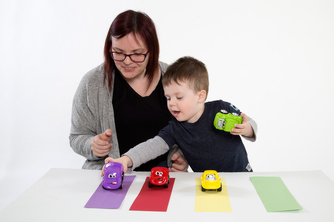 Match cars with their colours – A way to learn similarities and differences between objects.
